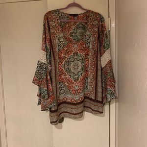 Beautiful bell sleeve blouse with lace size 3X